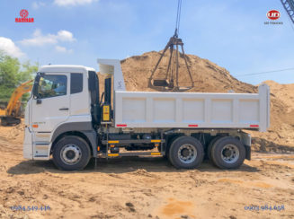 Xe ben UD 6x4 Quester CWE 330