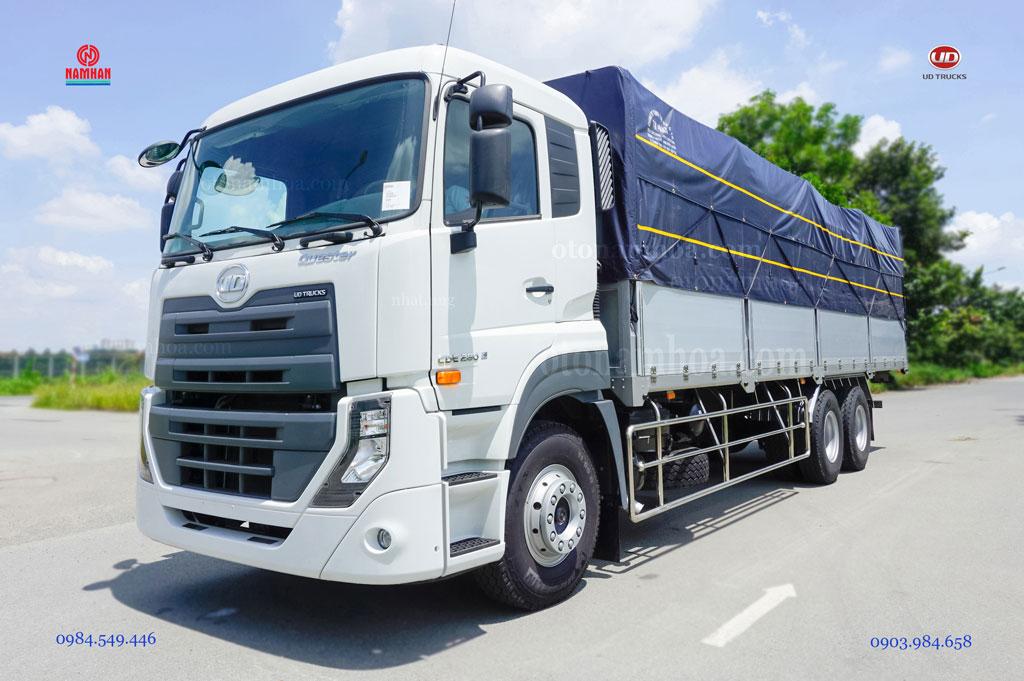 Xe tải 3 chân 15 tấn thùng mui bạt UD Quester CDE 280 6x2 nhập khẩu và phân phối bởi công ty TNHH Nam Hàn.